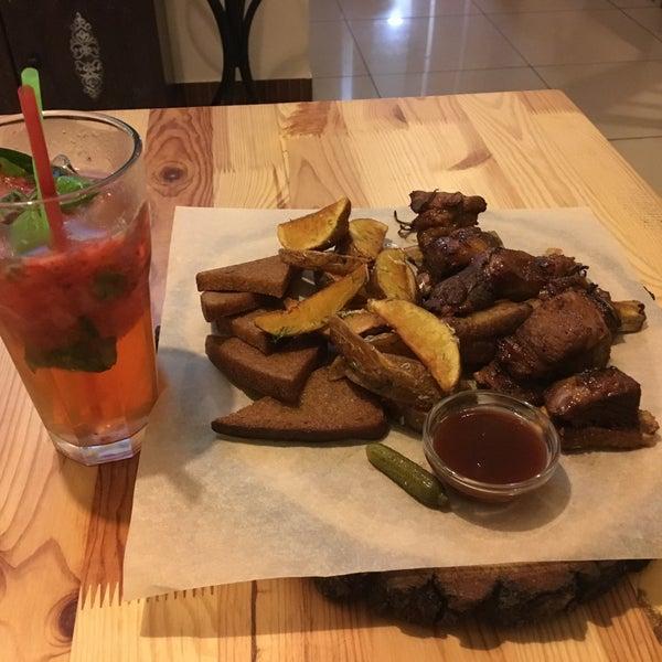 Снимок сделан в Fan Burger Bar пользователем Roberto V. 6/17/2016