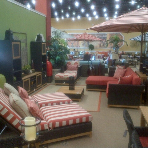 Carls patio 10045 s dixie hwy for Outdoor furniture hwy 7