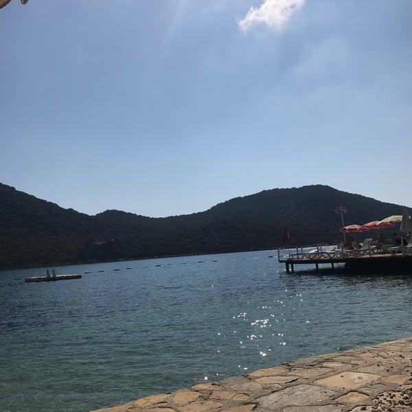 Das Foto wurde bei Olympos Mocamp Beach Club von Ayça A. am 10/10/2018 aufgenommen