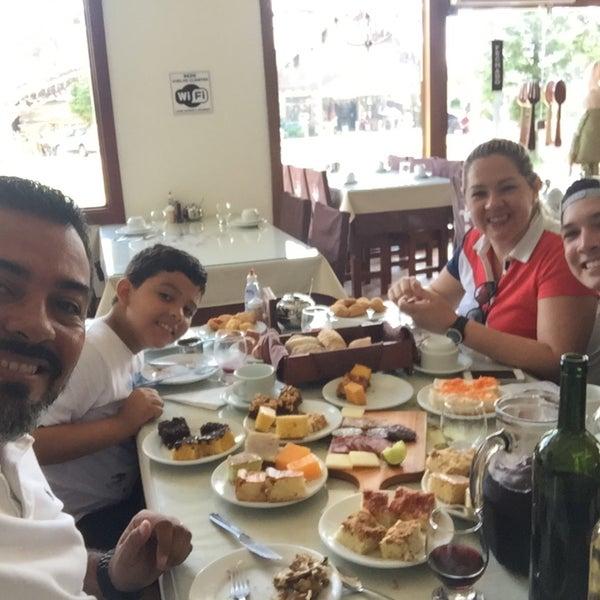 Foto tirada no(a) Coelho Café Colonial por Roger M. em 1/13/2017