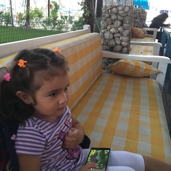 10/5/2016 tarihinde Reyhan Ö.ziyaretçi tarafından Mod Yacht Lounge'de çekilen fotoğraf