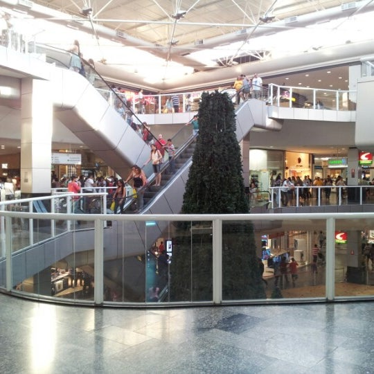 Foto tirada no(a) Flamboyant Shopping Center por Juliano S. em 10/20/2012