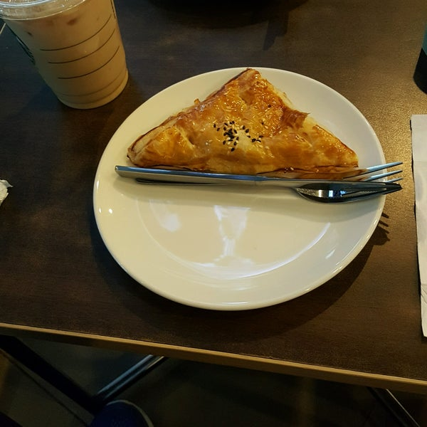 Photo taken at Starbucks by Indra M. on 1/6/2017