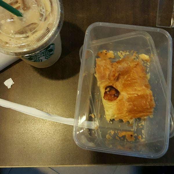 Photo taken at Starbucks by Indra M. on 12/29/2016