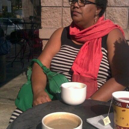 Foto tirada no(a) Crestwood Coffee Co. por Matheiu em 11/4/2012