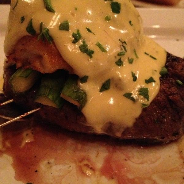 Foto tomada en Taste of Texas por Tammy V. el 3/13/2013