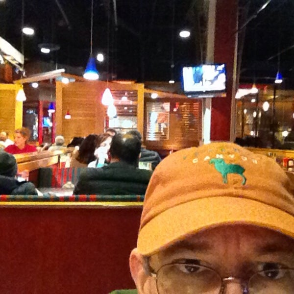 Photo taken at Red Robin Gourmet Burgers by Rick P. on 12/15/2013