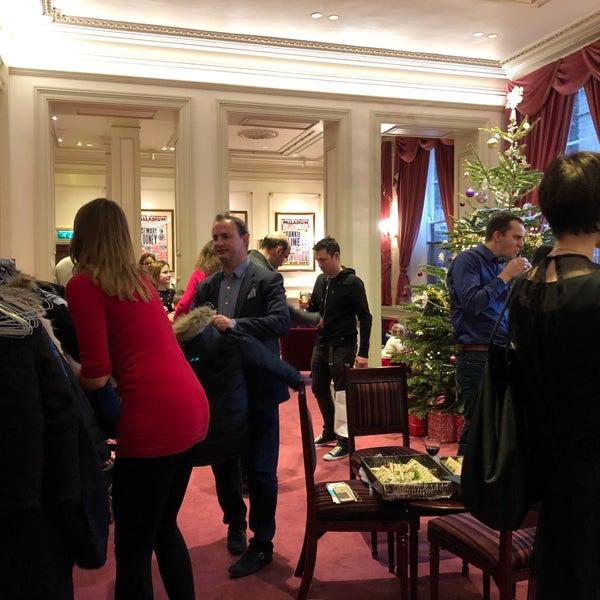 Foto scattata a The London Palladium da Andrew M. il 12/21/2017