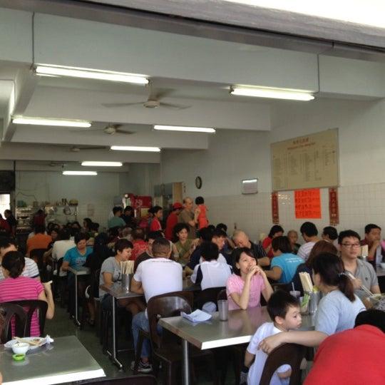 Photo taken at Restoran Chan Meng Kee (陈明记面家) by Alex N. on 10/28/2012
