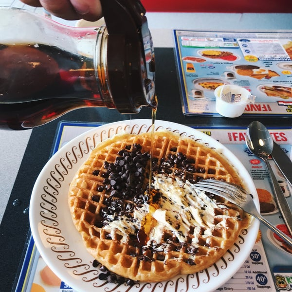 Photo taken at Waffle House by Roman B. on 6/8/2017