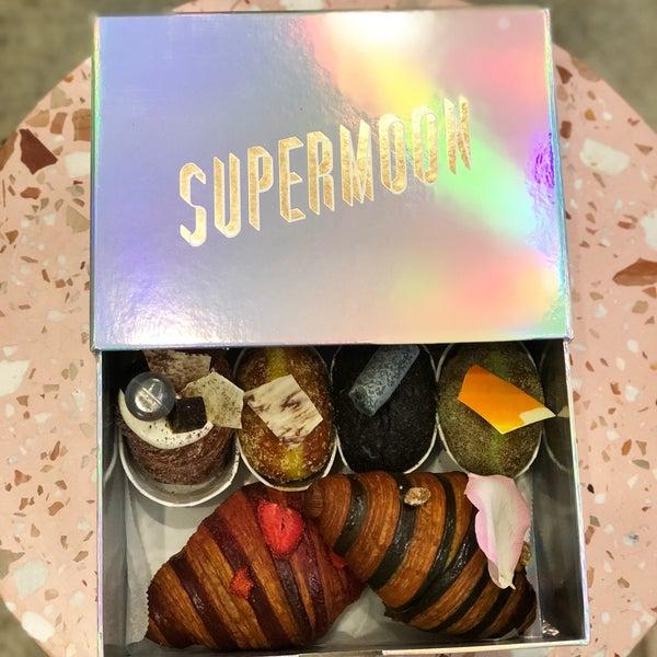 Das Foto wurde bei Supermoon Bakehouse von Michelle Marie am 11/10/2017 aufgenommen