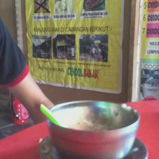Photo taken at Cendol Bakar Simpang Ampat by Muhammad F. on 8/7/2016