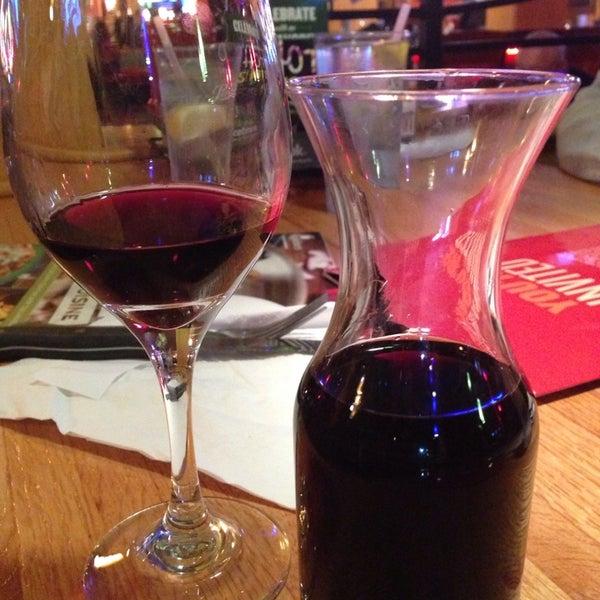 Photo taken at Applebee's by ÄRT ❤️2⛳️ on 12/30/2013
