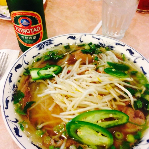 Photo taken at Pho 777 Vietnamese Restaurant by ÄRT ⛳️🏌🏼🚌👨🏻🍳 on 5/18/2014