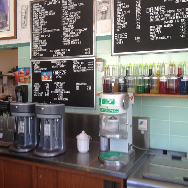 Photo taken at Gunther's Quality Ice Cream by Julius t. on 4/15/2013