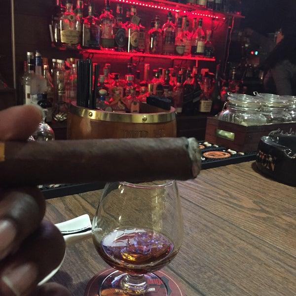 รูปภาพถ่ายที่ TG Cigars โดย Rick H. เมื่อ 3/30/2016