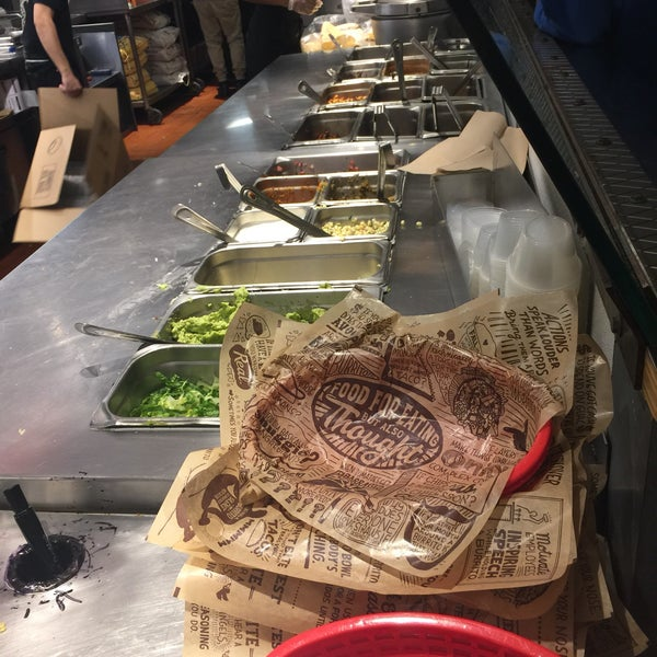 Photo taken at Chipotle Mexican Grill by Lu Y. on 2/19/2017