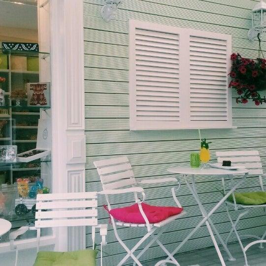 Foto diambil di Büyükada Şekercisi Candy Island Cafe Patisserie oleh N. Nihan P. pada 5/20/2015