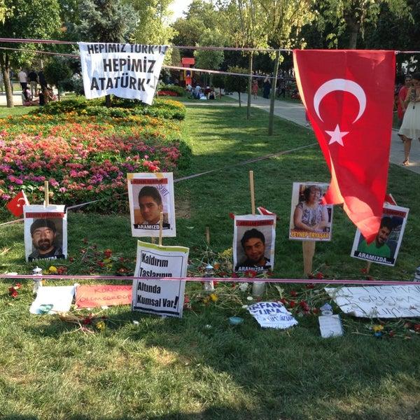 7/13/2013にCaglar Y.がTaksim Gezi Parkıで撮った写真