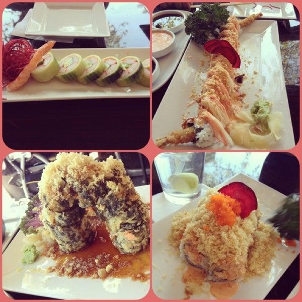 Foto tomada en Red Koi Thai & Sushi Lounge por Angie F. el 3/28/2013