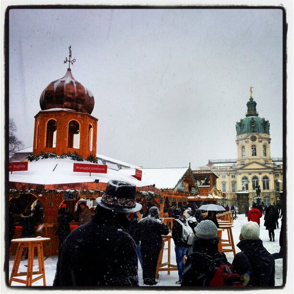 Photo taken at Weihnachtsmarkt vor dem Schloss Charlottenburg by B. B. on 12/9/2012