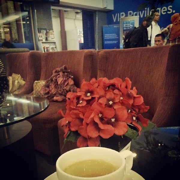 Photo taken at Citibank Lounge by zEphyrBob0 on 7/5/2013