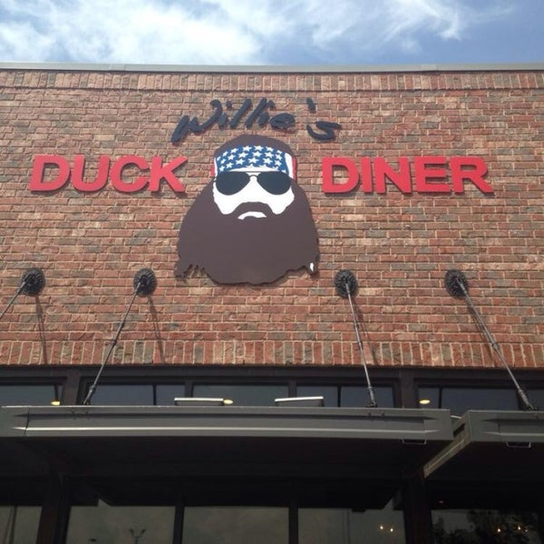 Photo taken at Willie's Duck Diner by Clayton E. on 8/25/2014