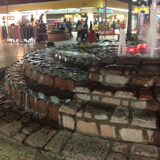Foto tomada en Plaza del Sol por Alma C. el 11/13/2012