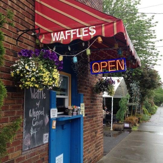 Foto tirada no(a) The Waffle Window por Rebecca L. em 5/21/2012