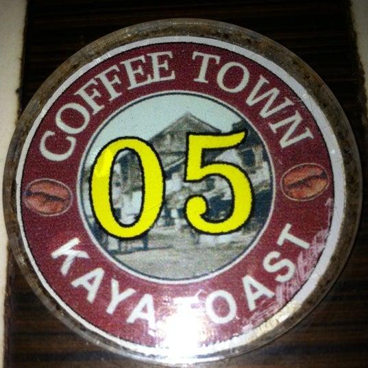 Photo taken at Coffee Town Kaya Toast by ♔ Kit Yee ♔ on 9/24/2011