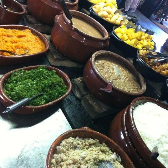 Ah, a comida mineira é muito saborosa e agrada quem gosta de culinária rural. Guarde espaço para o buffet de sobremesas.