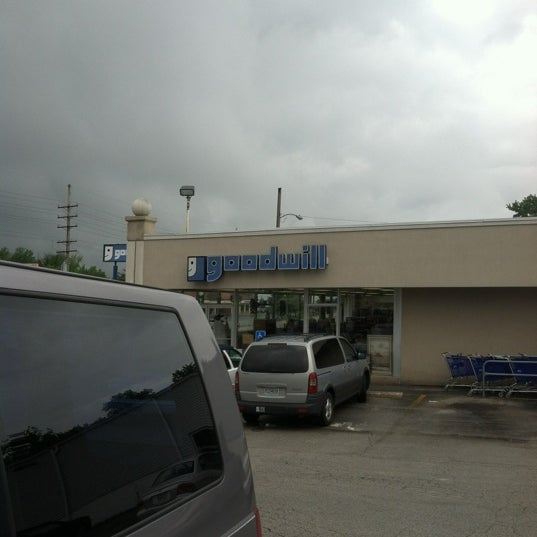 sunset hills goodwill retail store thrift vintage store in saint louis. Black Bedroom Furniture Sets. Home Design Ideas