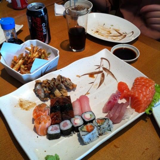 Foto tirada no(a) Sushi Koba por Luis A. em 9/22/2011