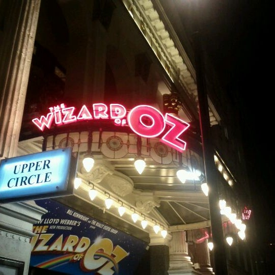 Foto scattata a The London Palladium da Peter E. il 10/28/2011