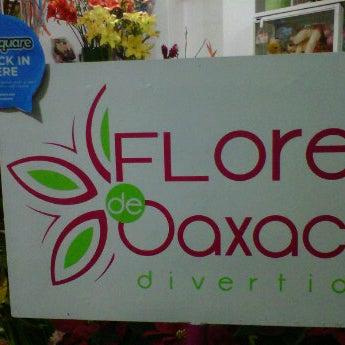 Foto tomada en Florería Flores de Oaxaca por Mónica V. el 12/18/2011