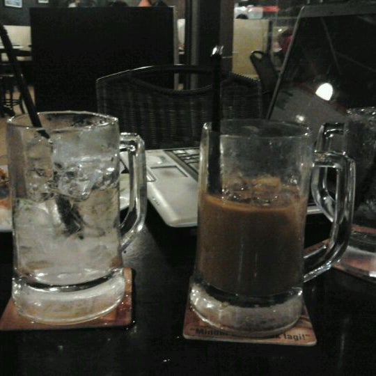 Photo taken at Hailam Kopitiam by Oliver Yong D. on 8/25/2011