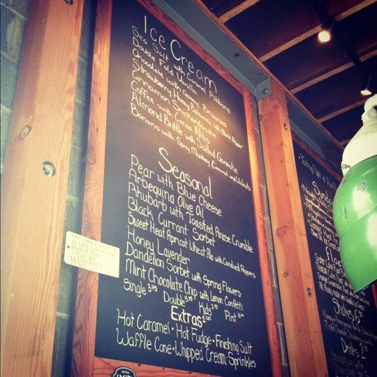 Das Foto wurde bei Salt & Straw von Erica D. am 5/19/2012 aufgenommen