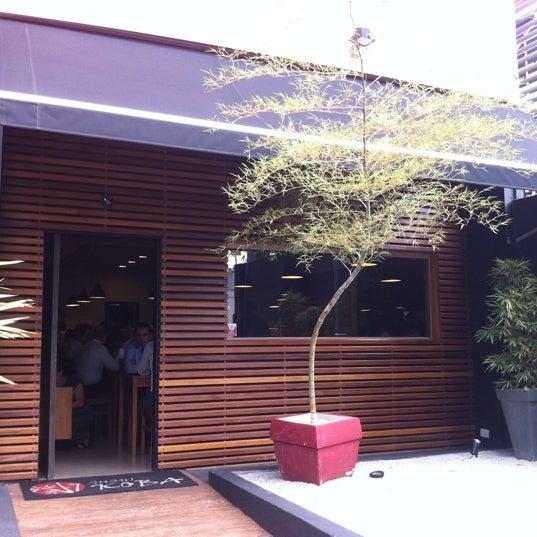 Foto tirada no(a) Sushi Koba por Alexandre A. em 4/19/2011