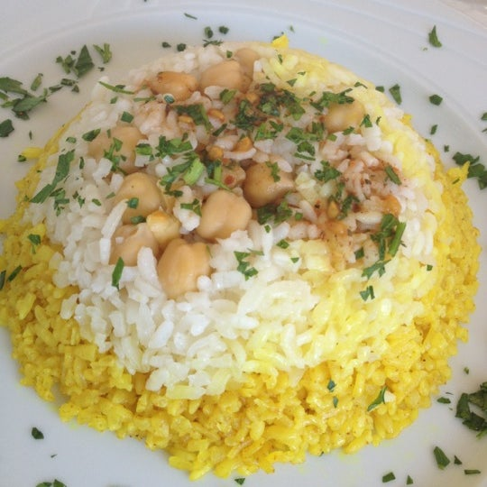 8/26/2012 tarihinde Arzu Turçalıziyaretçi tarafından Matbah Restaurant'de çekilen fotoğraf