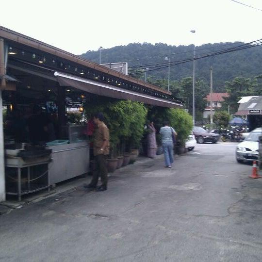 Photo taken at Restoran Sambal Hijau by Mohd Nizam M. on 12/8/2011