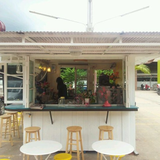 Photo taken at Master Coffee by John Mark B. on 10/26/2011