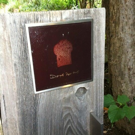 Das Foto wurde bei Dans Dix ans von Yasu A. am 7/8/2012 aufgenommen