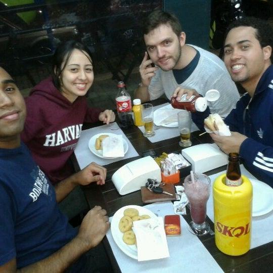 Foto tirada no(a) Brasil Burger por Fernanda H. em 3/17/2012