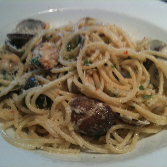 Photo taken at Carluccio's by Ro D. on 6/7/2012