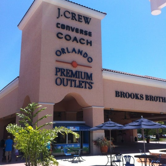 Photo taken at Orlando Vineland Premium Outlets by Peter D. on 5/20/2012