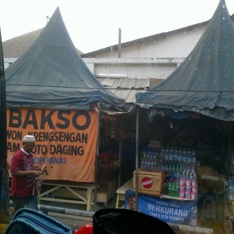 Photo taken at Kawasan Wisata Religi Makam Sunan Ampel by Vathu L. on 7/8/2012