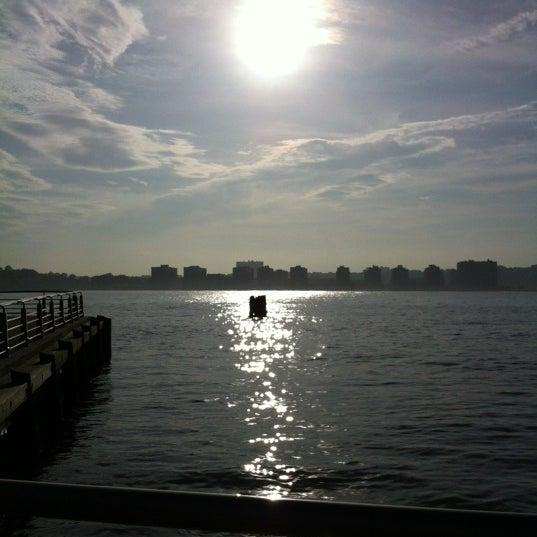 Das Foto wurde bei Hudson River Park von Kevin R. am 5/4/2012 aufgenommen