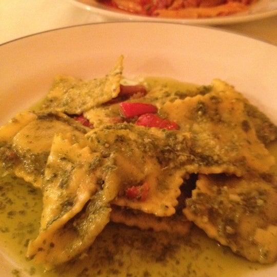 รูปภาพถ่ายที่ Giglio Rosso โดย Christine N. เมื่อ 8/17/2012