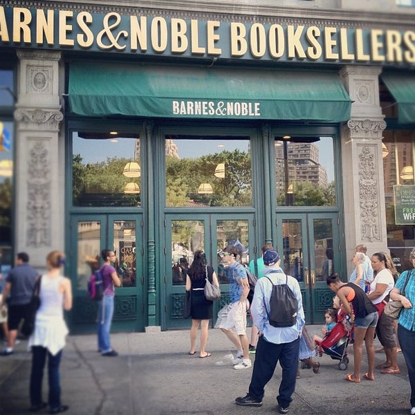 Foto tomada en Barnes & Noble por Kristin S. el 7/6/2012