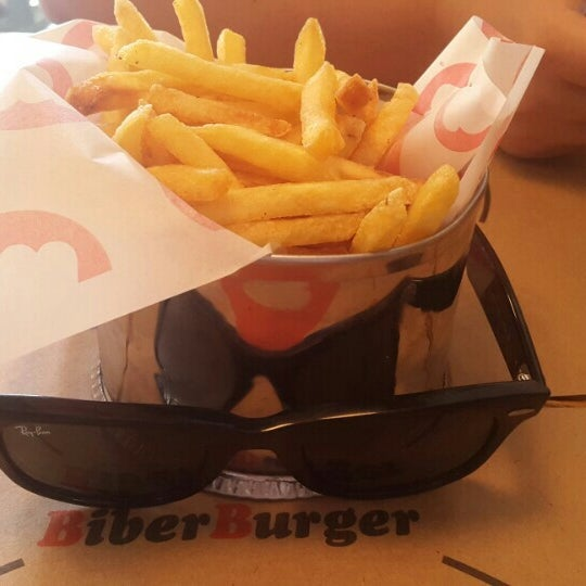 Photo taken at Biber Burger by Ismet Ç. on 8/6/2016